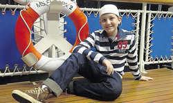 Entspannt auf dem Deck: Marc Baumann spielt die einzige Kinderrolle im Udo-Jürgens-Musical in Zürich.