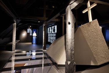 Virtuelle Guides führen durch die Ausstellung
