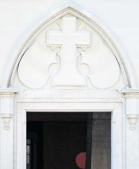 Das Gedächtniskreuz über dem Eingang des Zollhauses erinnert an den Stadtschreiber Hans Wickart, der bei der Altstadtkatastrophe von 1435 sein Leben verloren hat. (Bild Maria Schmid)