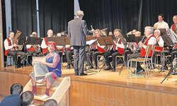 Unter der Leitung von Fredy Inderbitzin präsentierte die Musikgesellschaft Steinerberg ein abwechslungsreiches Programm. Bilder Christoph Jud