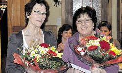 Singen seit einem halben Jahrhundert im Chor: Clara Camenzind (links) und Lisbeth Arnold-Monsch.