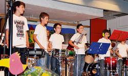 Die Schlagzeugklasse von Mathias Meyer spielte am letzten Montag das Stück «The Breakdown». Bild zvg