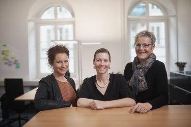 Auch für pflegende Angehörige da: Sabine Steinmann, Fränzi Tschudi und Anna Rosa Streiff Annen (von links)