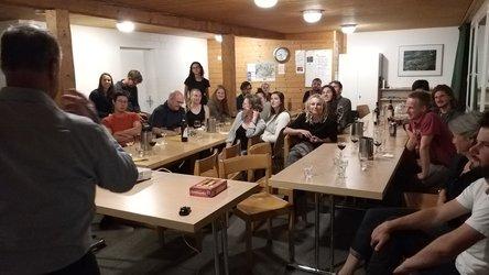 Freuen sich über die neue Zusammenarbeit mit Glarus Süd: Die angehenden Umweltingenieure aus der ganzen Schweiz. (Foto: Regula Banzer)