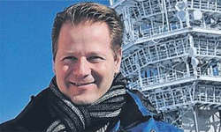 Produzent Florian Niffeler aus Immensee hoch über Engelberg auf dem Titlis. Bild Roger Bürgler