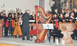 Das Vokalensemble 80 sang in Begleitung sanfter Harfenklänge. Bild Isabelle Rüegg