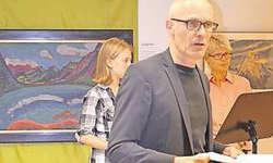 Erstellte das Konzept: Hansjörg Kaufmann erläuterte das Konzept der Kunst- und Fotoausstellung und stand dabei vor dem Bild des Expressionisten Jan Wiegers.