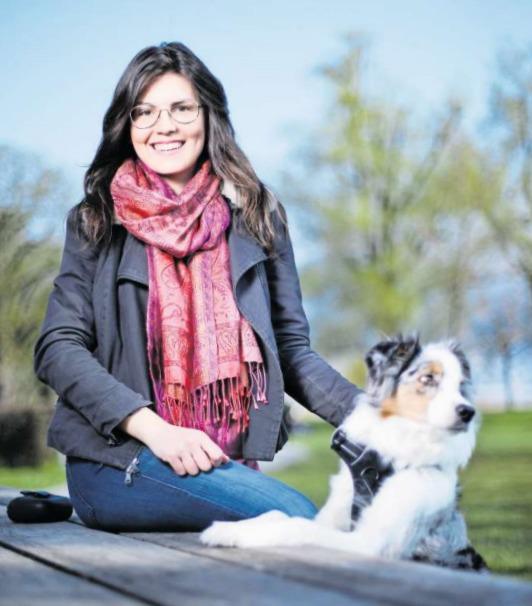Im Brüggli spannt sie gerne aus: Nathaje mit ihrem Hund Letzi. (Bild Stefan Kaiser)