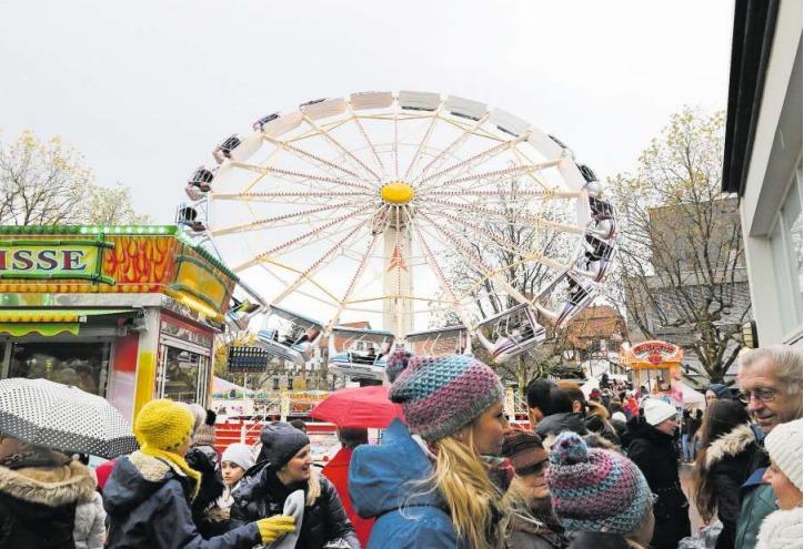 Auch letztes Jahr war das Riesenrad eine Attraktion. (Bild Daniel Frischherz/Zuger Presse)