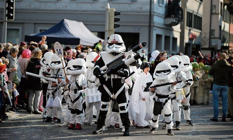 Und die imperialen Truppen aus «Star Wars» (im Bild unten rechts) scheinen den militärischen Gleichschritt etwas zu wenig geübt zu haben. (Bilder Stefan Kaiser)