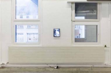 Christa Wiedenmeier, Schreyenbachfall ON, 2018: Off Kunsthaus Glarus im ehemaligen Therma-Areal: Kunstschaffen Glarus 2018, Installationsansicht