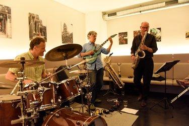 Once: Ekkehard Sassenhaussen, Jerry Rojas und Dominik Burger
