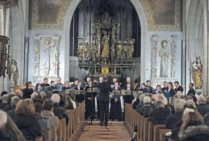 Die Basler Madrigalisten in der Kirche St.Oswald in Zug. (Bild Maria Schmid)