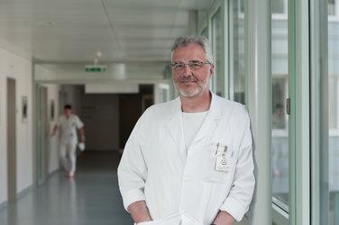 Dr. André Rotzer im Kantonsspital Glarus
