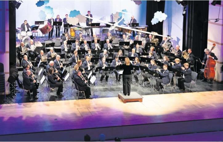 Frühlingskonzert der Musikgesellschaft Cham mit Anita Spielmann als musikalische Leiterin. (Bild Roger Zbinden)