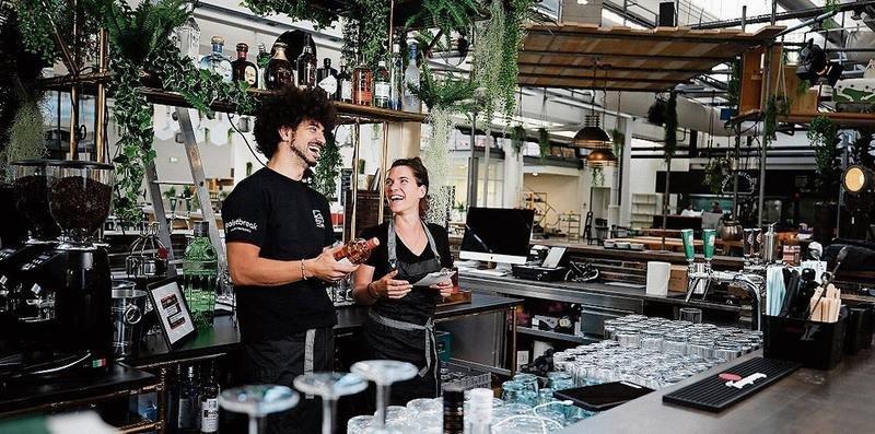 Ob Trampolin, Kaffee, ein Feierabenddrink oder ein schnelles Meeting: Im Freiruum in der Shedhalle findet sich alles unter einem Dach. (Bilder Stefan Kaiser)