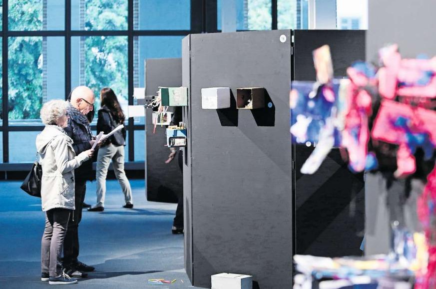 Ein Blick in die Ausstellung «Frisch verpackt» in der Shedhalle, Zug. (Bild Stefan Kaiser)