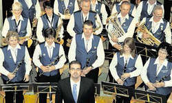 Letztes Konzert für die Musikgesellschaft Morschach unter der Leitung von Davide Betti. Bild Ernst Immoos