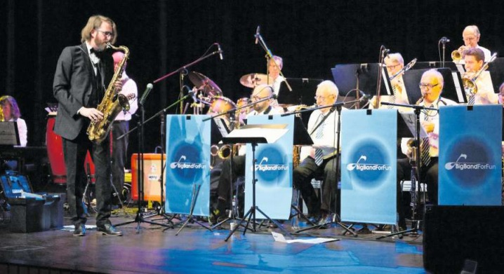 Die Big Band For Fun in Aktion im Gemeindesaal Steinhausen. (Bild PD)