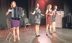 Sonja Füchslin (von links), Isabelle Flachsmann, Martina Lory und Anikó Donáth. Sie sind seit 2012 als «Exfreundinnen» unterwegs und überzeugten mit einer packenden Bühnenpräsenz. Bild Monika Neidhart