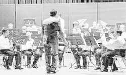 Die 40 Musikantinnen und Musikanten zeigten sich als musikalisch hochstehendes Team. Bilder Kurt Kassel