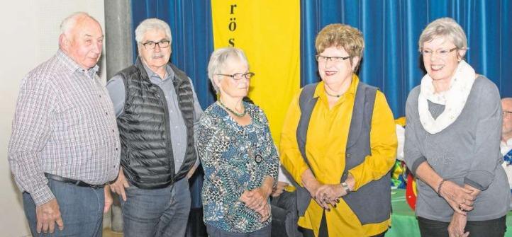 Die neuen Ehrenmitglieder (von links): Walter Imgrüth, Altzunftmeister Werner I. Elsener, Maria Leitner, Vreni Nussbaum und Ursi Thiel. (Bild PD)