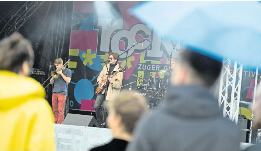 Die Band Cabinets am «Rock the Docks» in Zug. (Bild Maria Schmid)