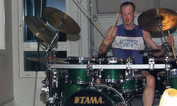 Der vermutlich schnellste Drummer Europas: Heinz Imhof zog alle Register der Schlagzeugkunst. Bild Guido Bürgler