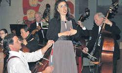 Christa Fleischmann und Konrad von Aarburg in ihrem Duett aus «Figaros Hochzeit» von Wolfgang Amadeus Mozart. Bild Lilo Etter