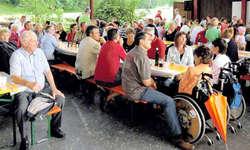 Beim Ständchen der Harmoniemusik Schübelbach-Buttikon frönten viele Besucher ihrer Leidenschaft. (Bild: zvg)