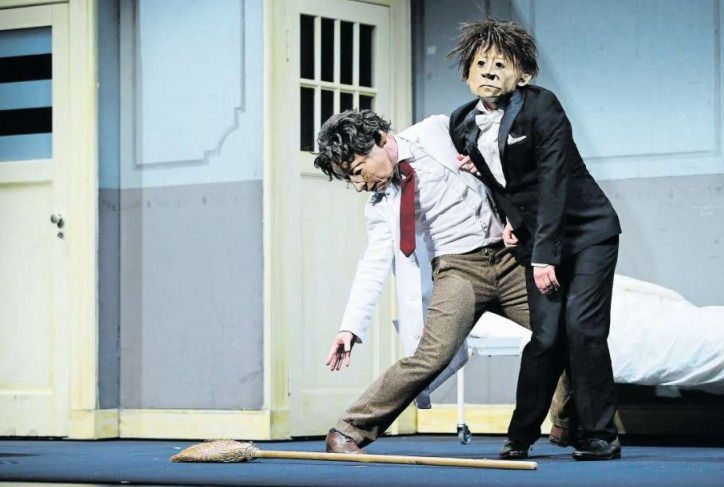 Die Schauspielergruppe Familie Flöz zeigt das Stück «Dr. Nest» im Theater Casino. (Bild Stefan Kaiser)