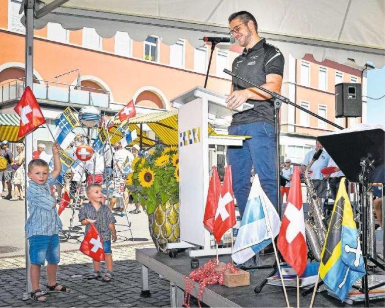 Die Rede von Schwinger Marcel Bieri kam auch bei den kleineren Gästen gut an. (Bild: Christian H. Hildebrand)