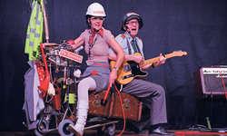 Gitte und Martin Deubelbeiss alias Kurt & Daisy sorgten für einen kabarettistisch-musikalischen Genuss in Sattel. Bild Christoph Jud