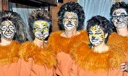 Bedient wurden die Gäste von zahmen, sympathischen Löwinnen. (Bild: Kurt Kassel)