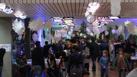 Ein gemeinsames Fest mit vielen Besuchern