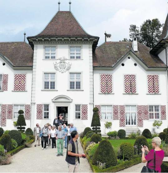 Die «Freunde der Burg Zug» auf dem Schloss Waldegg. (Bild PD)