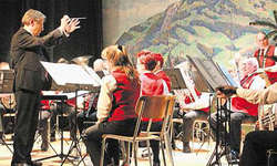 Konzertpremiere für den Dirigenten der Musikgesellschaft Steinerberg, Fredy Inderbitzin. Bilder Patrick Kenel
