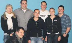 Vorstand: (v.l.) Daniela Steiner (Aktuarin), Andy Bühler (Ex-Kassier), Stefan Ziegler (Vize-P.), Fabienne Radamonti (Kassierin), Stefan Hiestand (Präsi), Irma Hitz (Ex-Materialwartin), und Fabian Berger (Materialwart). Bild zvg