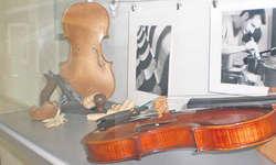Bis Ende November informiert eine kleine Ausstellung im Seniorenzentrum Brunnenhof in Wangen über das Geigenhandwerk und den Geigenbauer Michael Rüttimann. Bild zvg