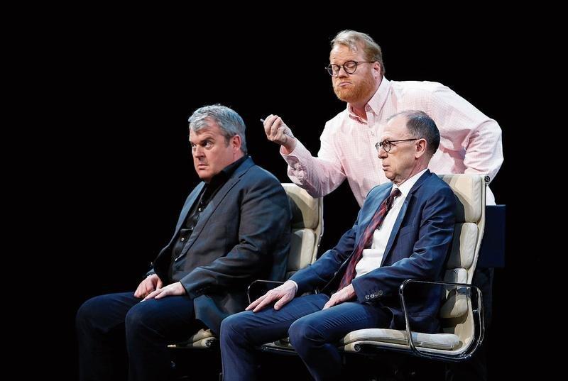Viktor Giacobbo und Mike Müller verarbeiten seelische Störungen mit «Personality Coach» Dominique Müller. (Bild: Stefan Kaiser)