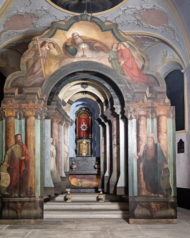 Schauarchitektur mit Tiefenwirkung: das Heiliggrab in der Niklausenkapelle in Oberwil ZG. (Bild Stefan Kaiser)