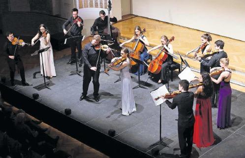 Die LGT Young Soloists begeistern im Theater Casino Zug. (Bild Werner Schelbert)