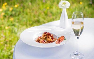 © 7132 Hotel: Restaurant 7132 Red