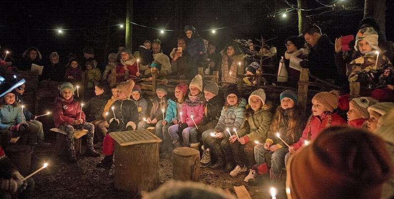 ichtig weihnachtliche Stimmung beim Offenen Singen am Lichterweg. (Bild Maria Schmid Baar, 11. Dezember 2019)