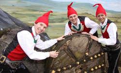 Die jungen Zillertaler spielten alle ihre grossen Hits, auch das Zwergenlied mit eigenem Tanz «Drobn aufm Berg».