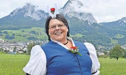Die Jodlerin Rita Ehrler in ihrer Schwyzer Sonntagstracht. Bild: Silvia Camenzind
