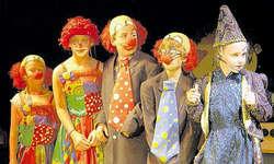 Riesenplausch für die Piccolinis: Die Clownnummer gehört zum neuen Jubiläumsprogramm. (Bild Stefan Spirig)