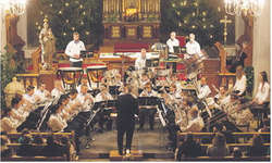 Die Brass Band Willerzell schuf in der St. Josefskirche ein zauberhauftes Ambiente. Bild HeidiSchönbächler