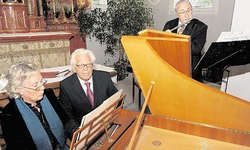 Regula Grehn am Cembalo und Hugo Immoos als Flötist sorgten für Begeisterung. Durch das Festkonzert führte Joseph Bättig. Bild Ernst Immoos