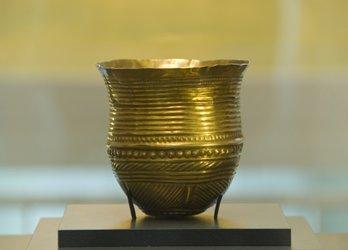 Das älteste Goldgefäss der Welt: ca. 2400 v.Chr.